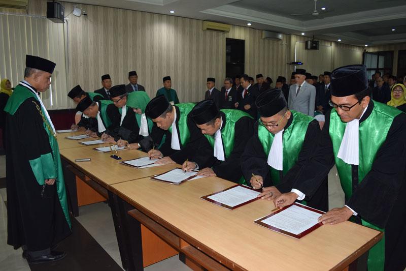 Upacara Pelantikan dan Pengambilan Sumpah 8 Ketua Pengadilan Agama diwilayah PTA Surabaya